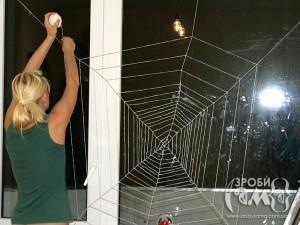 Хеловін: як зробити павутину на стіну