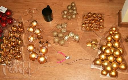 Як зробити новорічний віночок із кульок на ялинку