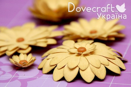 Майстер клас - робимо квіти за допомогою фігурних дироколів Dovecraft