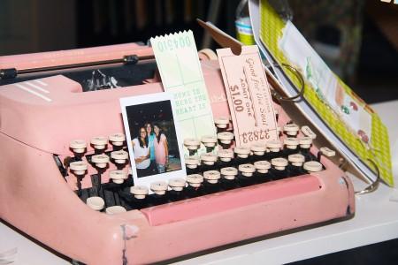 Вітаємо вас на літній виставці CHA 2012. День 3. Частина 2. Нова колекція 5th and Frolic від Dear Lizzy