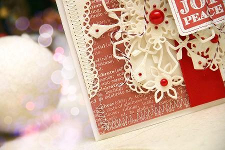 Новорічні листівки із колекції Christmas Village а ножів Spellbinders. Листівка Love Joy Peace