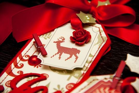 Безкоштовний майстер клас: Новорічні подарункові теги за допомогою новорічних новинок від Dovecraft та First Edition