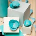 Декор для вечірки – подарункові коробочки із квітами у блакитних тонах
