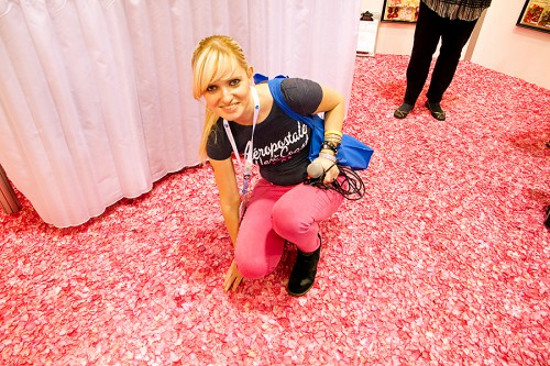 Підлога із пелюсток троянд