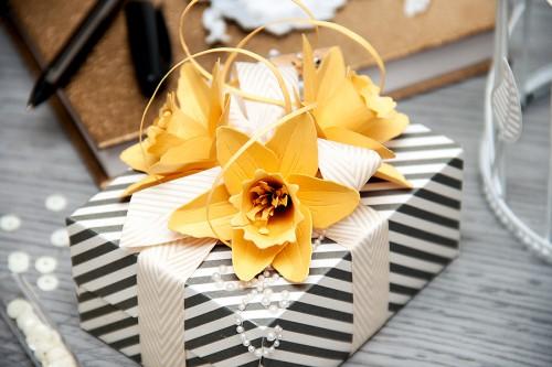 Yana Smakula | Spellbiders Create A Flowers Beautiful Daffodils